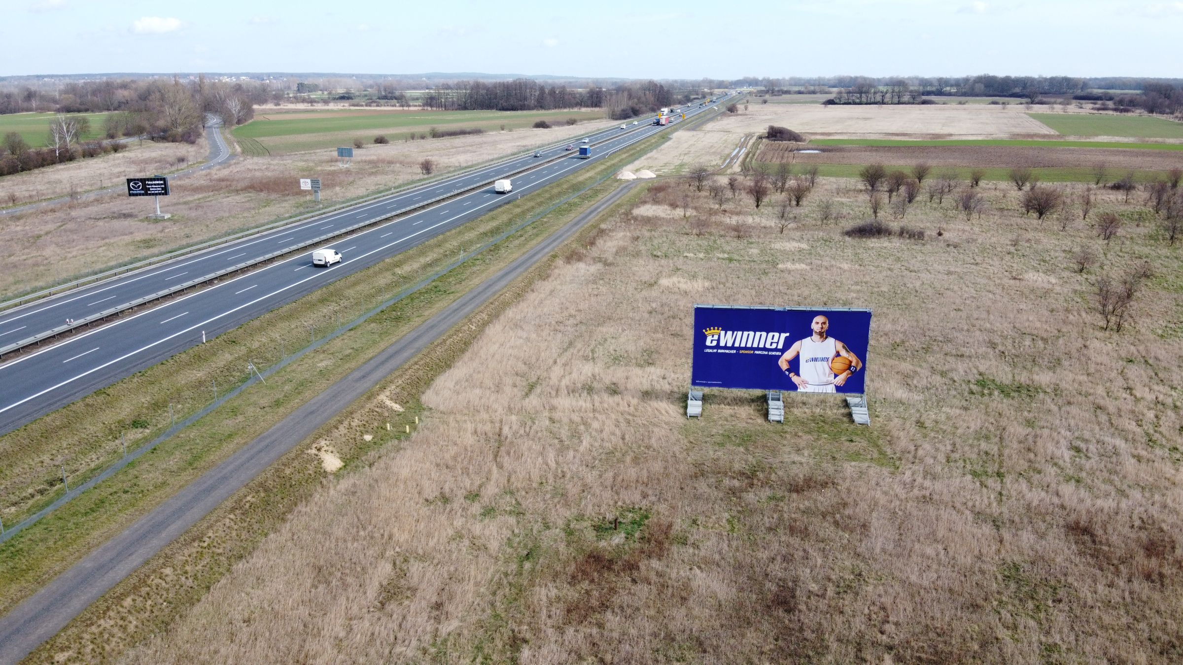 reklama przy autostradzie